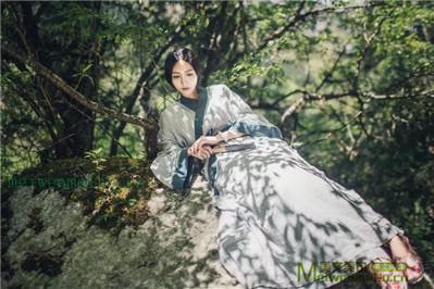 七律:卷连体·怜我痴痴逐梦人——文/芳草思思